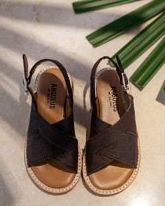 Sandal af veganske ananasfibre
