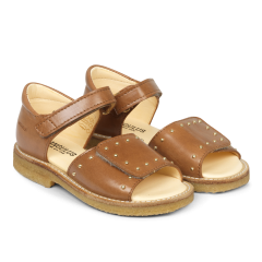 Sandal med velcrolukning og nitter