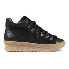 Sneaker.