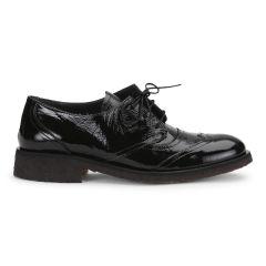 Herreinspireret sko med snøre