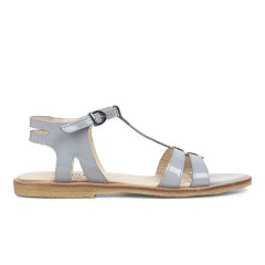 Feminin sandal m. stropper og ankelrem.