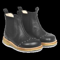 Støvlet med nitter og elastik